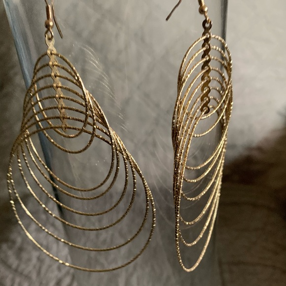 Jewelry - Goldtone Hanging Etched Circles Pierced Earrings